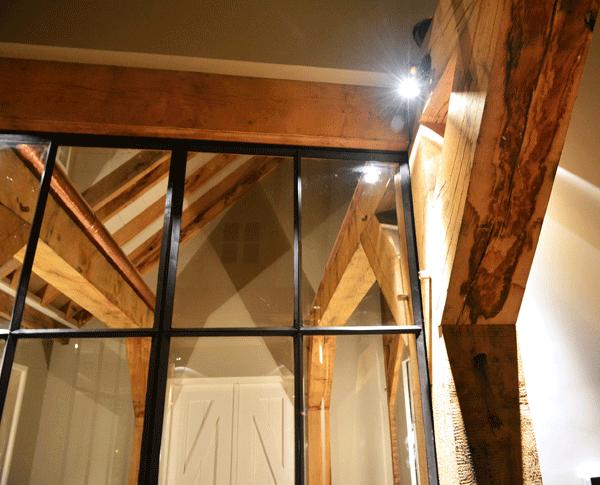 Deze schuifdeuren hebben een soft open & close systeem.