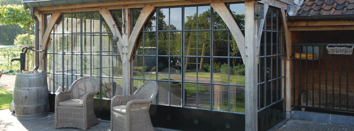 Stalen deuren en ramen zijn toepasbaar in alle soorten interieurstijlen.