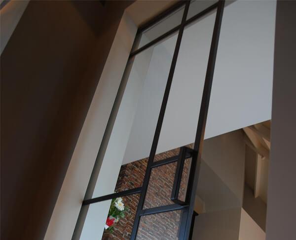 De stijl van deze woning is een mix tussen landelijk, modern en industrieel.