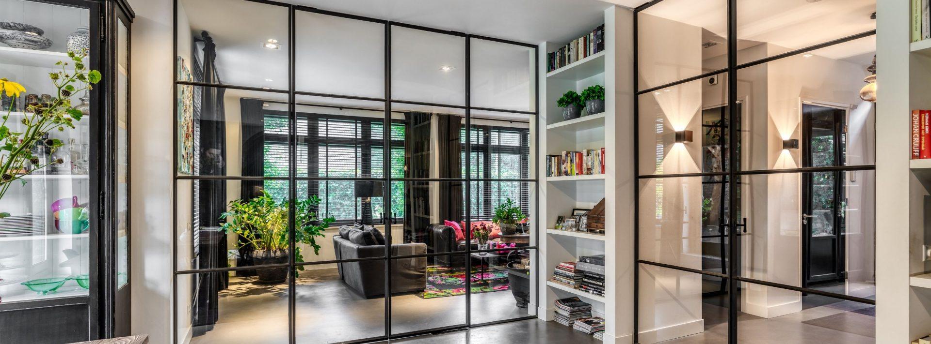 dubbele stalen binnendeuren, taatsdeuren in luxe interieur gerealiseerd door Stalen Deuren Huys