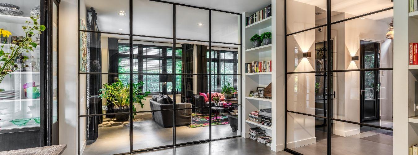 dubbele stalen binnendeuren, taatsdeuren in luxe woning gerealiseerd door StalenDeurenHuys