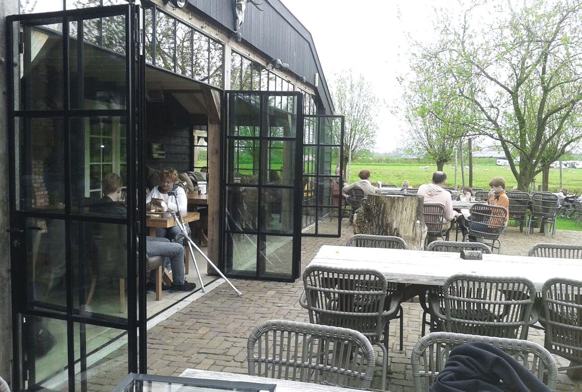stalen vouwdeuren in restaurant Ruiterhuys