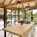 Ook voor een poolhouse zijn stalen buiten deuren een stijlvolle toevoeging.
