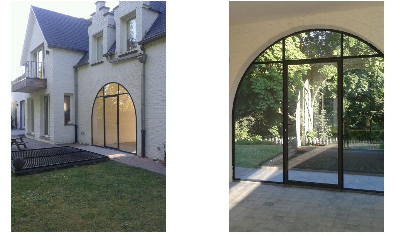 De buitenpui is geheel gemaakt in de stijl van de woning.