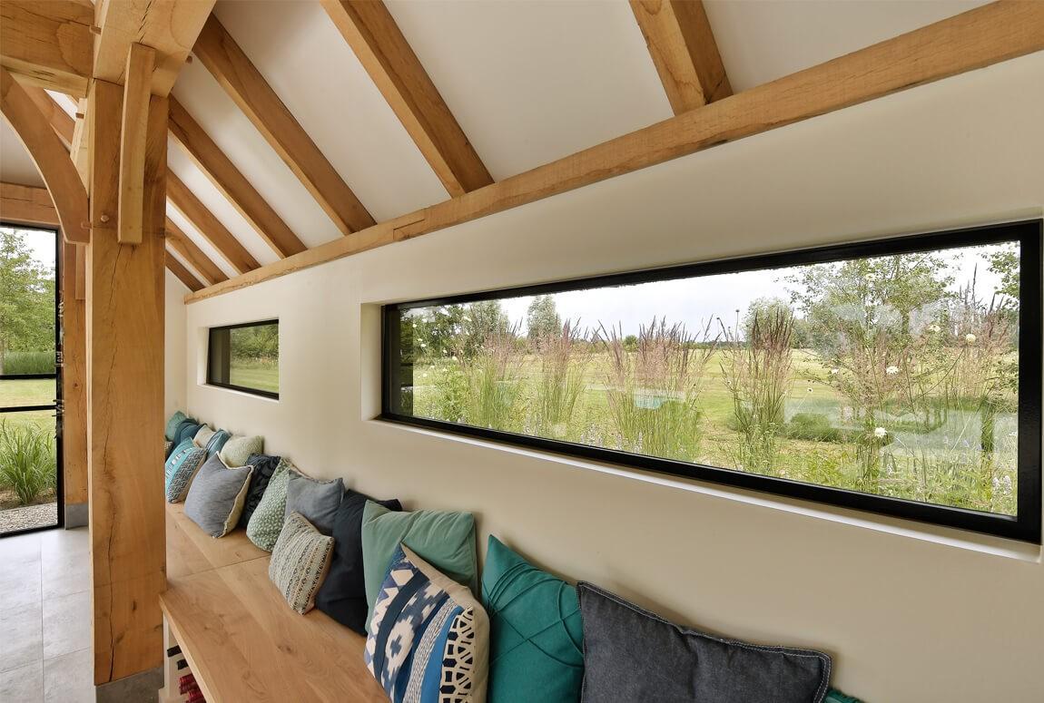 De ramen zijn voorzien van volledig stalen profielen.