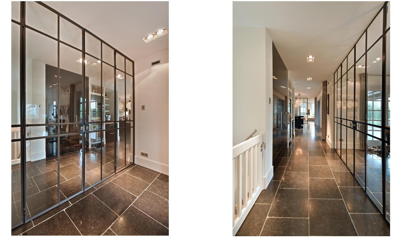 Deze stalen scharnierdeuren in Enter zorgen voor de optimale lichtopbrengst in huis. Realisatie StalenDeurenHuys