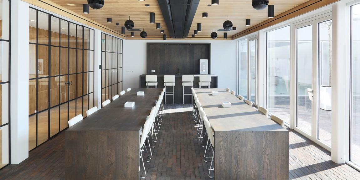 Stalen scheidingswand in kantoorruimte, realisatie stalen deuren met zijlichten door StalenDeurenHuys
