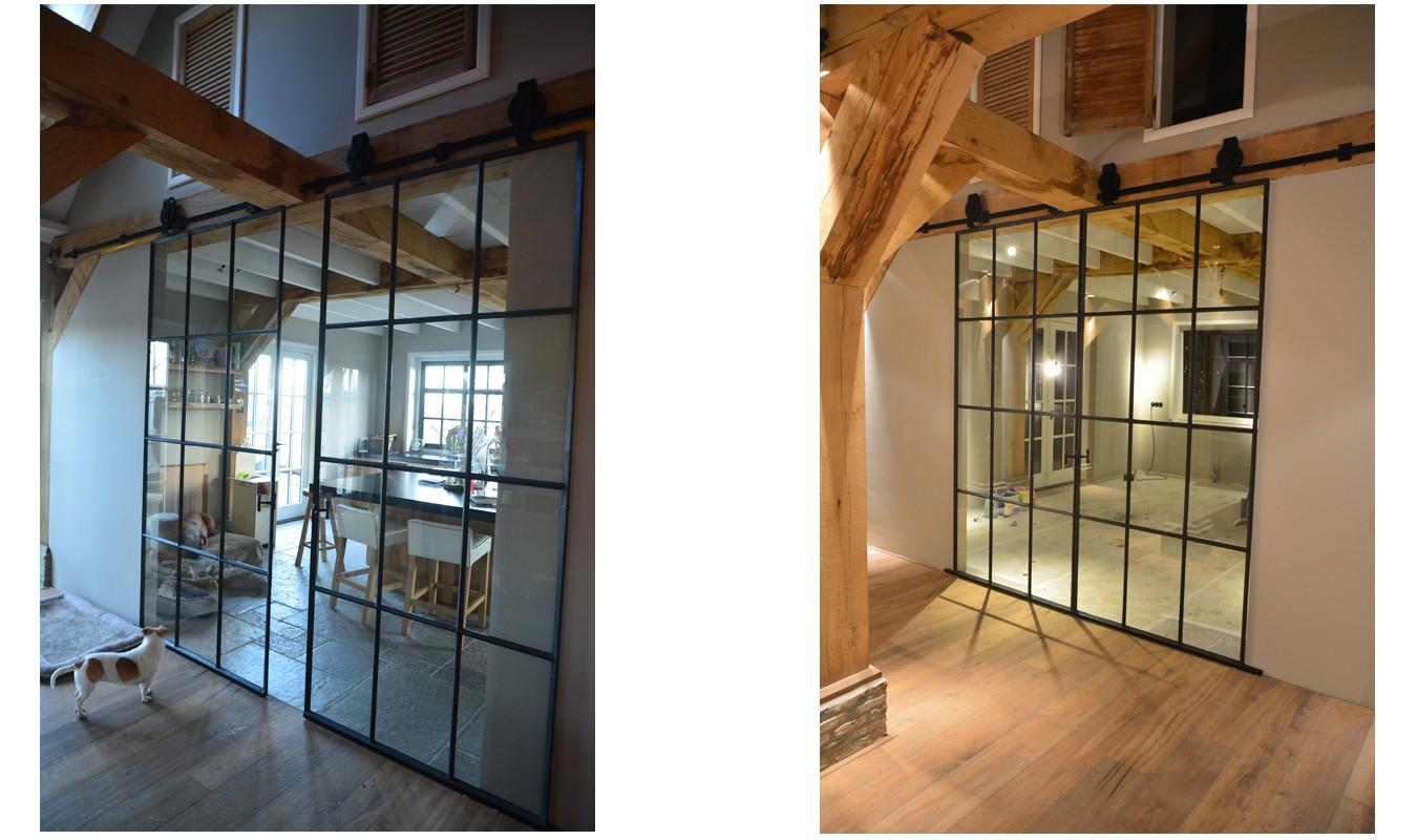 Stalen schuifdeuren met staldeur wielen in landelijke woning is gerealiseerd door StalenDeurenHuys