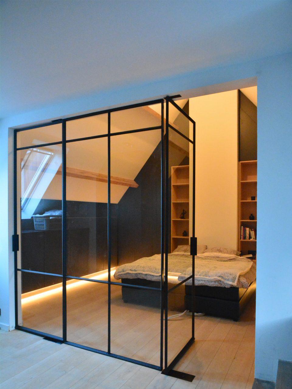 Stalen deuren op maat als roomdivider gerealiseerd door Stalen Deuren Huys
