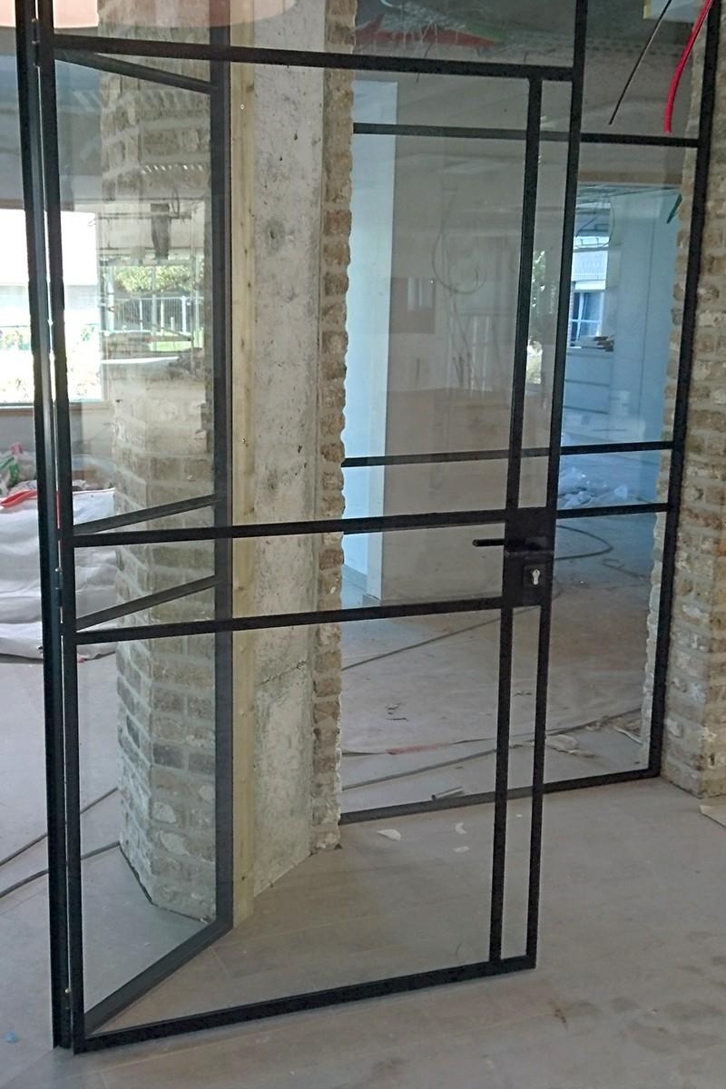 stalen scharnierdeuren in rusthuis - stalen deuren - stalen ramen - StalenDeurenHuys