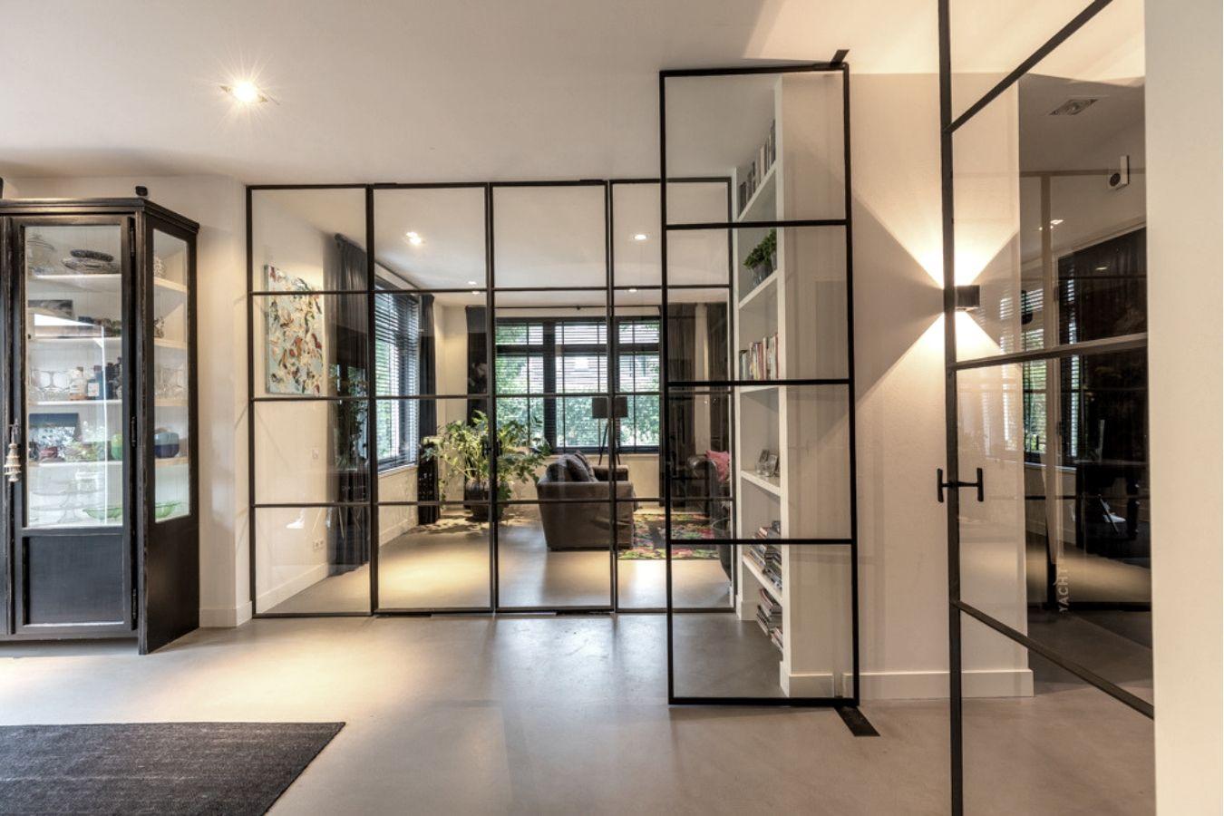 dubbele stalen taatsdeuren, oude tv productie pand vernieuwt in nieuwe villa, stalen deuren in woonkamer Hilversum, realisatie door StalenDeurenHuys