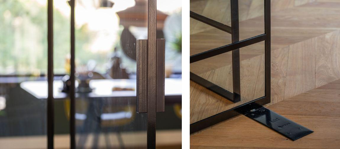 stalen deur op maat - details - voetstuk - deurgreep