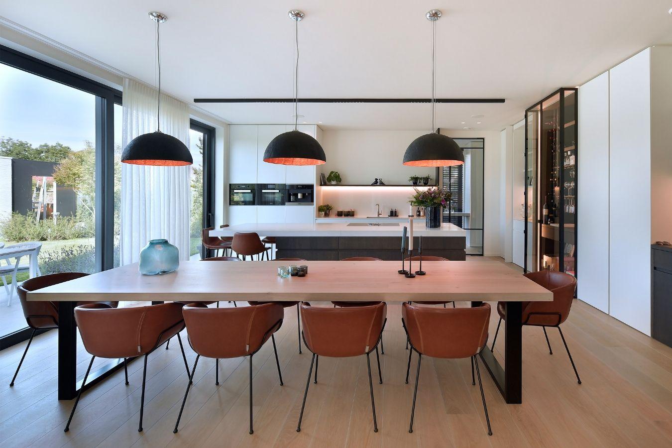 pivotdeur, stalen deur, project Turnhout, stalen deuren gerealiseerd door StalenDeurenHuys