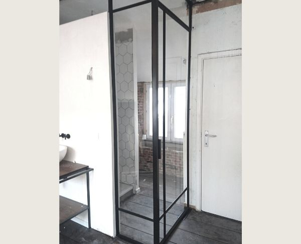 pivotdeur in badkamer - StalenDeurenHuys