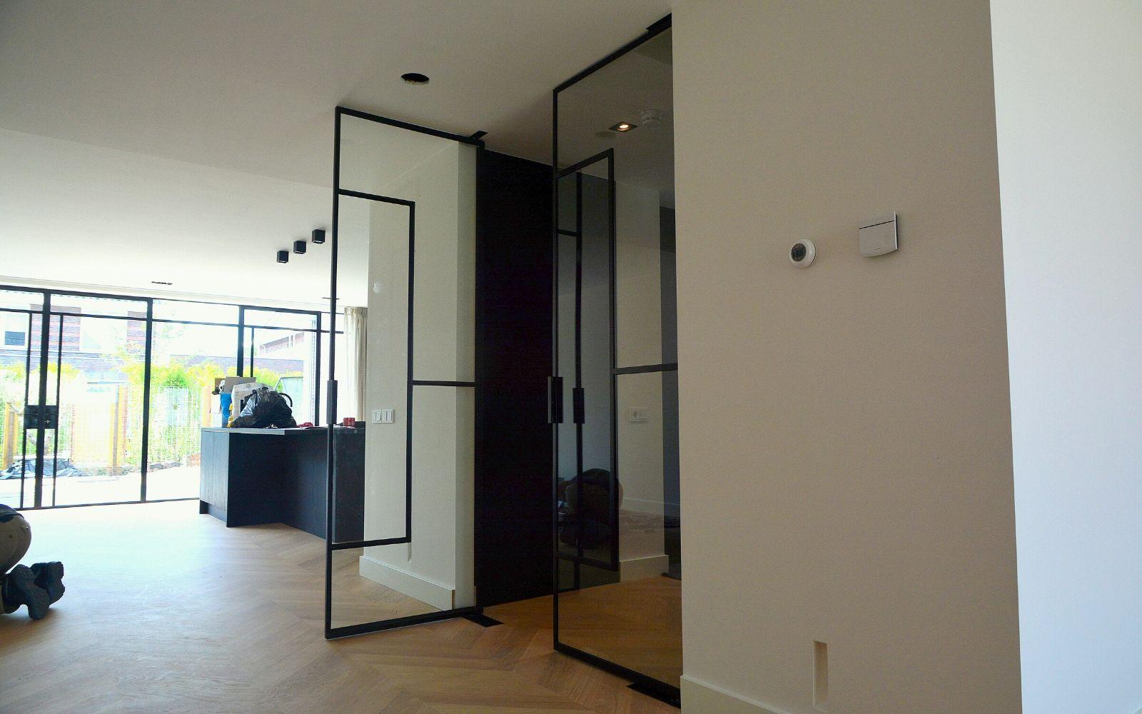 ontwerp uw eigen stalen deur