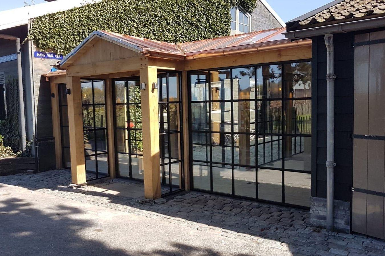 Stalen buitendeuren op maat in restaurant Het Ruiterhuys - StalenDeurenHuys