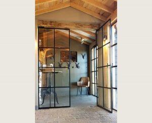 dubbele stalen taatsdeuren in restaurant het ruiterhuys