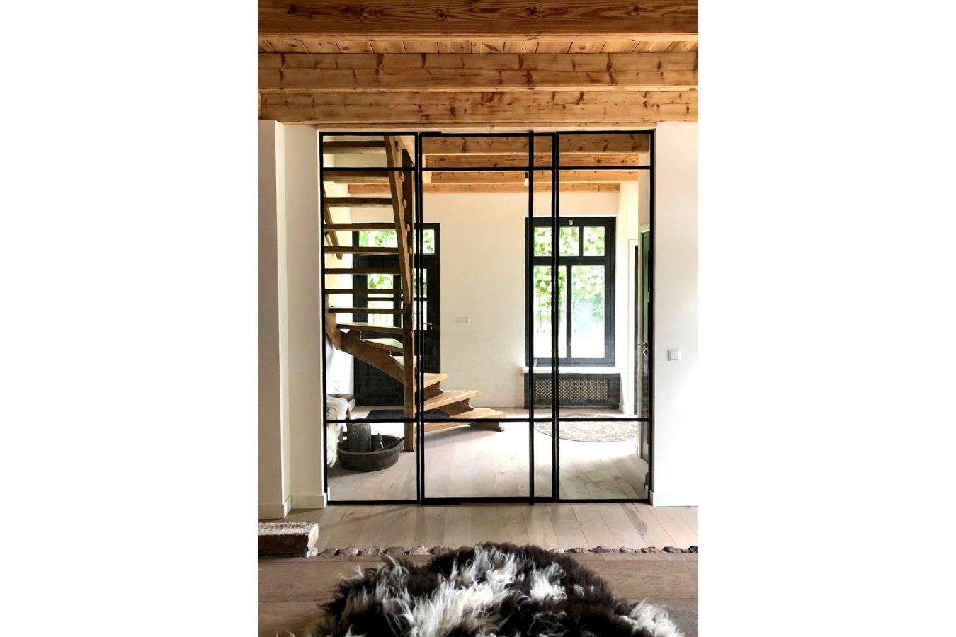 Binnen pui op maat, project veldhoven, stalendeurenhuys, taatsdeur met zijlicht