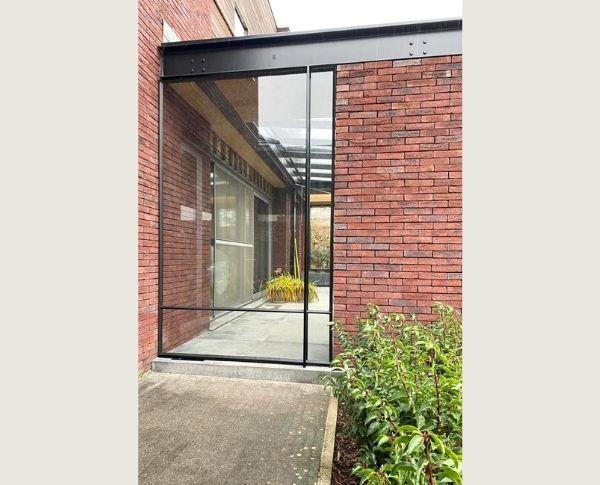 taatsdeur in binnenplaats, project Tessenderlo, StalenDeurenHuys