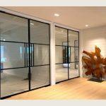 stalen binnendeuren Leuven | schrijnwerk pivotdeuren | stalen deuren op maat